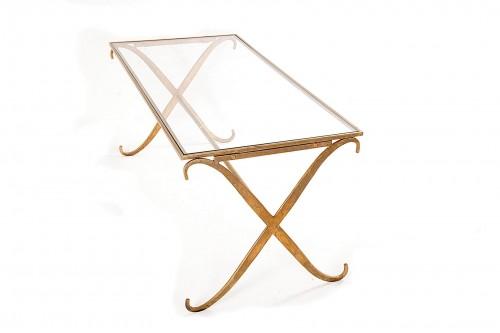 Table basse en métal martelé, dans le style de la Maison Ramsay (France, 1950)