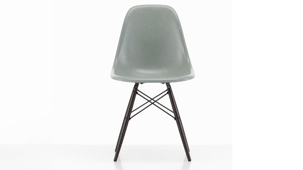 plastic chair de eames