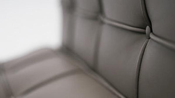 détails chaise barcelona knoll