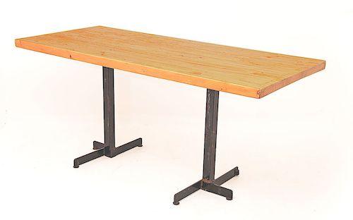 table de Charlotte Perriand en pin et acier laqué noir